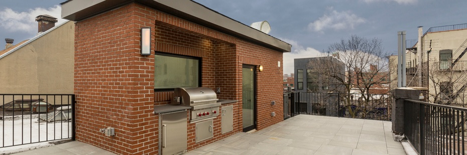 Roof deck with kitchen