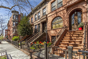 NYC-brownstones-in-summer