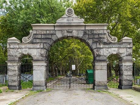 ny bay cemetary entrance