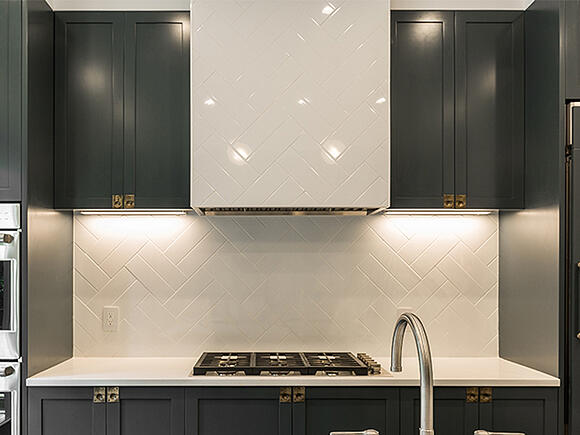206 8th Street Kichen Range Hood Tile