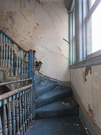 decrepit stairs