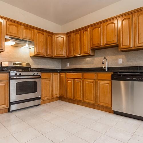 Image of property 888 Summit Ave, U2