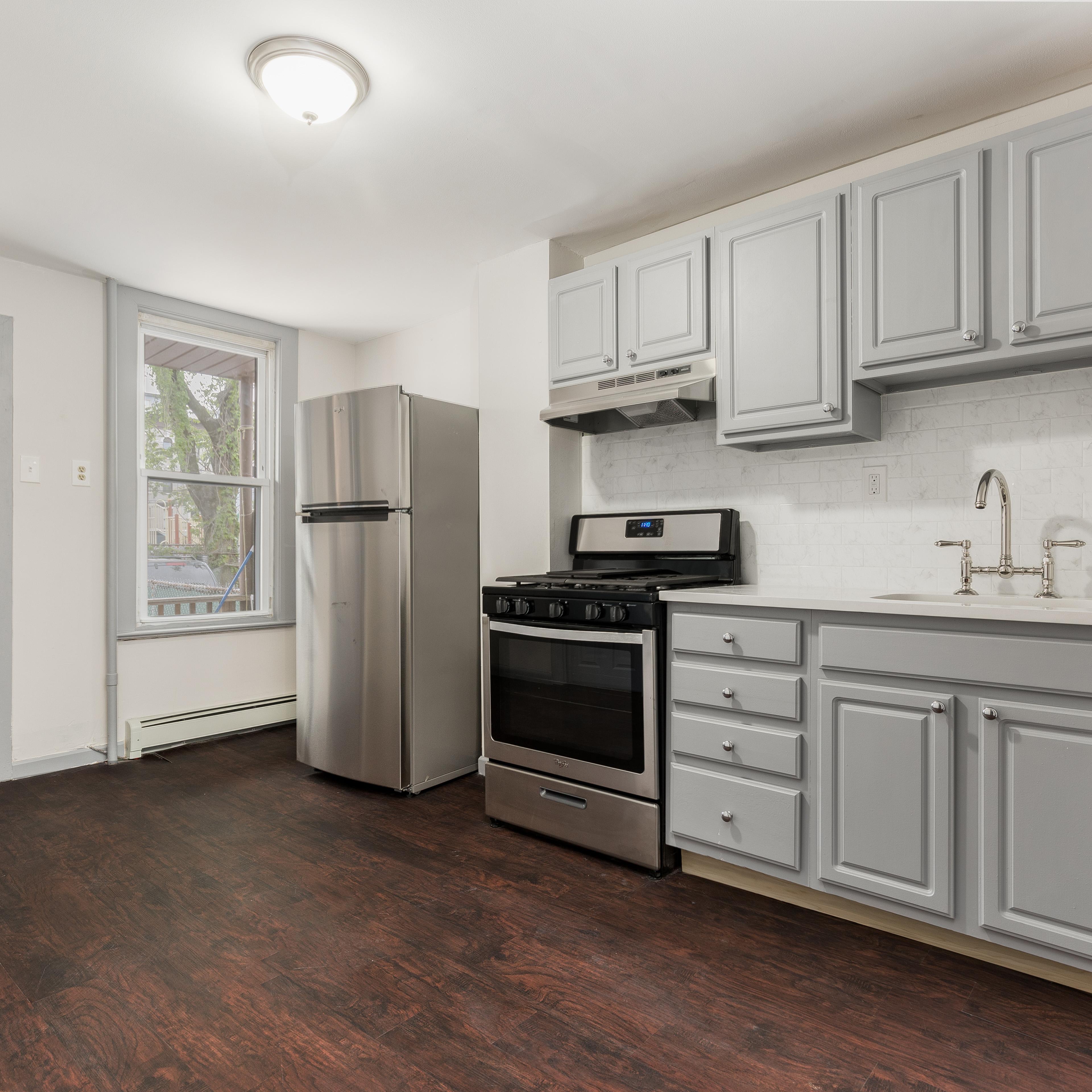 Image of property 96 W 21st St, U1