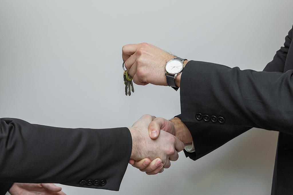 Leasing-keys-handover